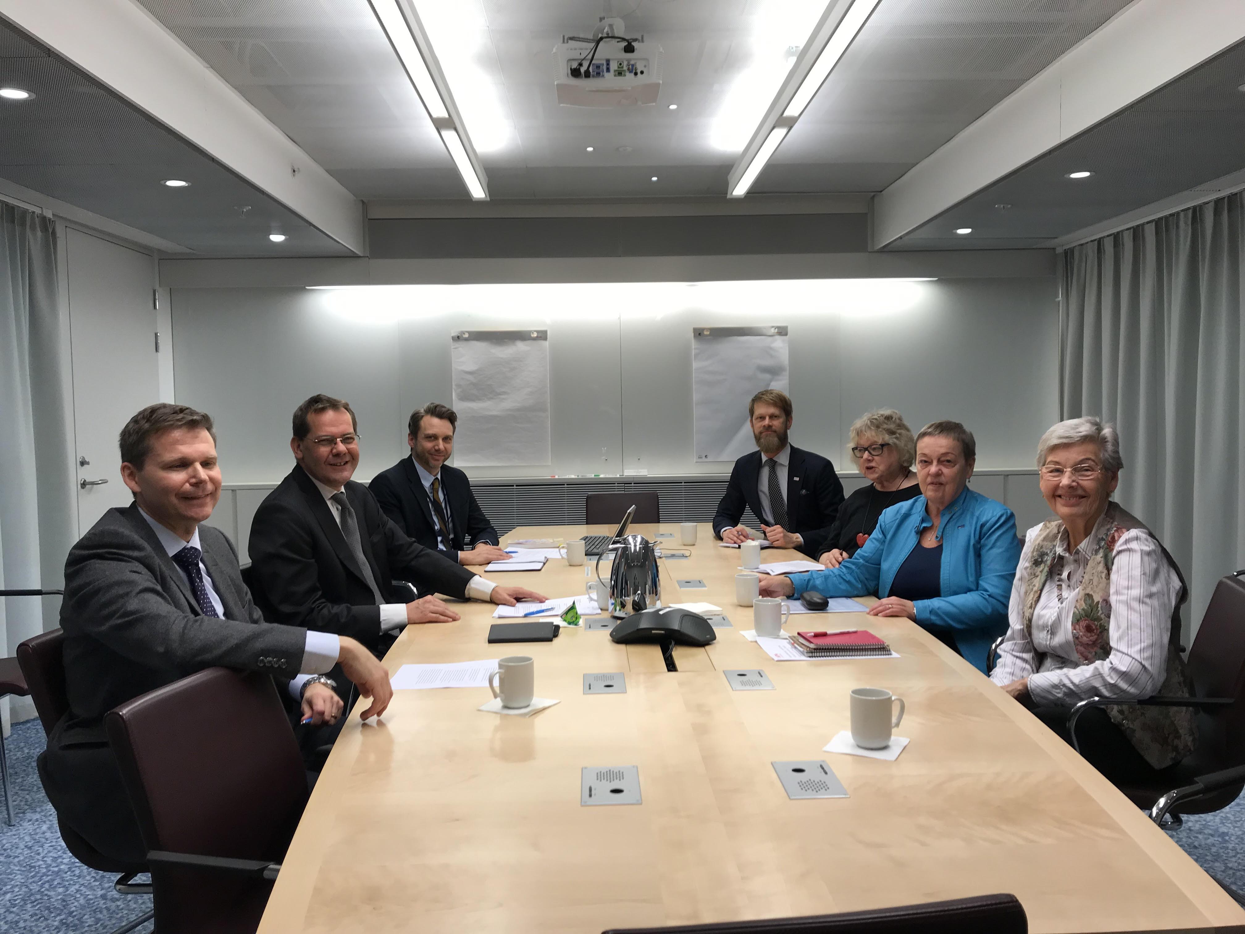 Dag Edvardsson, projektledare för Riksbankskommittén, Ulf Holm, Per Bolunds statssekreterare, och Erik Lenntorp, bankenheten, träffade representanter från SPF Seniorerna, RPG, PRO och SKPF Pensionärerna på Finansdepartementet.